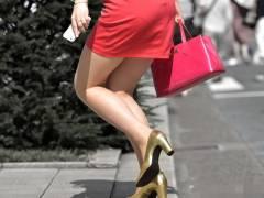 【美脚画像】たまらないムッチリ美脚を堂々と出して歩く現代の女性たち!
