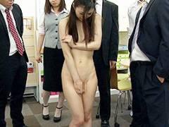 阿部栞菜 エリートOLをノーパンで土下座させる!全裸にされてしまい羞恥全開の露出業務!