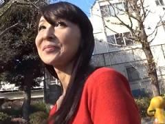 44歳・四十路の美魔女人妻がAVデビューで初撮り! スレンダー美熟女奥さんが他人棒で悶絶ハメ撮り!香澄麗子