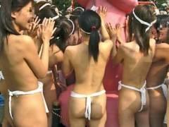 【炉利注意】日本の伝統祭りでフンドシ姿の女子が撮影される。。せめて上半身は隠せよwwwwwwwwww