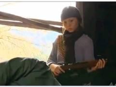 【おっぱい】ヘンリー塚本・とてもエロいゲリラ部隊のドスケベ美人兵士!捕虜のおっさんとエッチしまくりです!